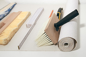 tapezierwerkzeug was brauche ich zum tapezieren tipps tricks vom maler tapezieren. Black Bedroom Furniture Sets. Home Design Ideas