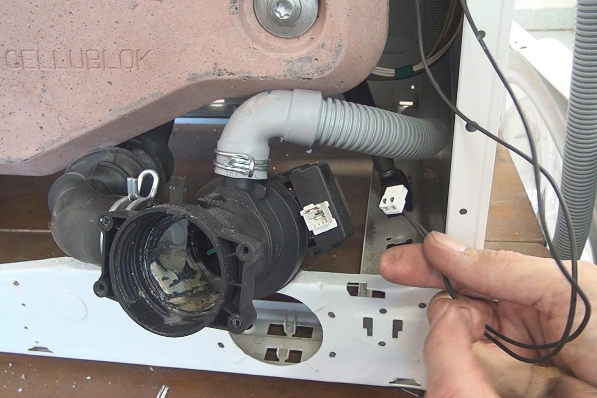 Gut bekannt Bauknecht-Waschmaschine geht nicht mehr an - Anleitung @ diybook.ch RV34