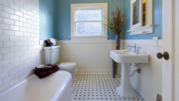 Klassisches Badezimmer ohne Barrierefreiheit