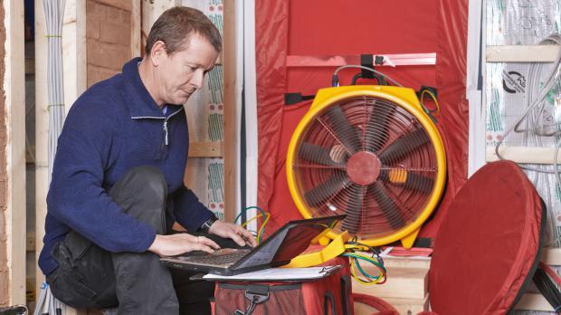 Blower-Door-Verfahren mit Ventilator
