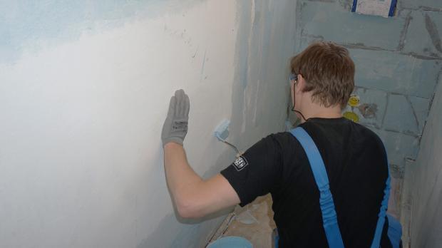 Wand grundieren