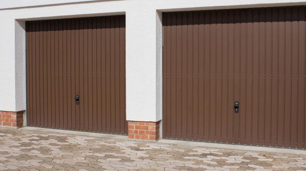 Garagen mit Schwingtoren