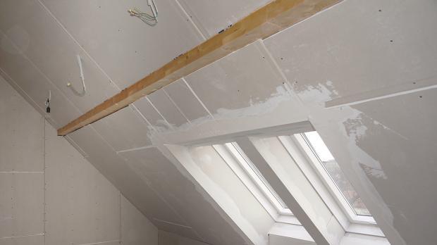 Decke verputzen anleitung decke verputzen anleitung in 6 schritten decke glatt verputzen - Feuchte wand verputzen ...