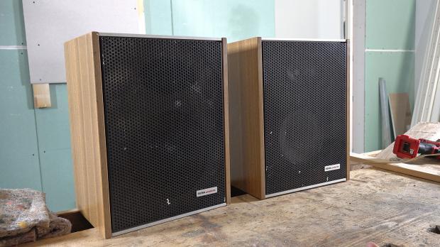 Alte Lautsprecher am Dachboden gefunden