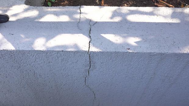 Riss im Putz der Mauer