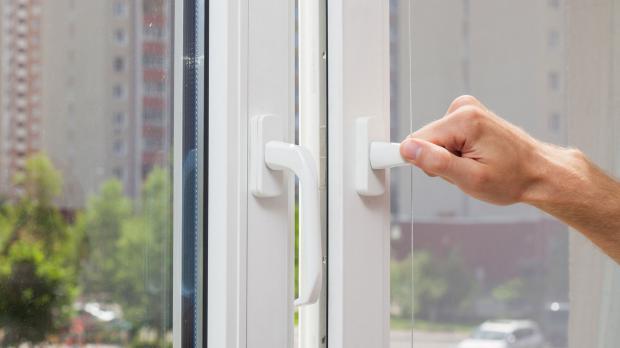 Fenster schließen beim Blower-Door-Test