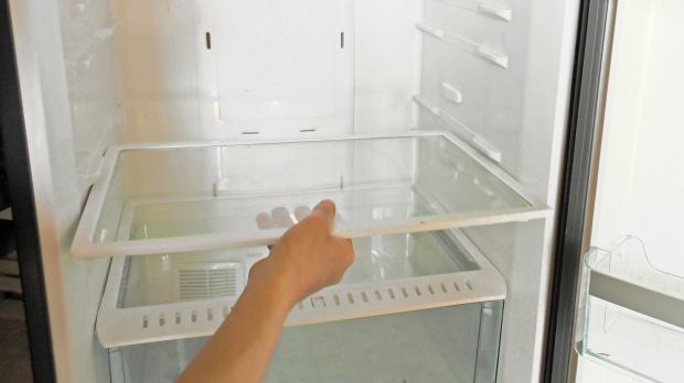 Fächer aus dem Kühlschrank entfernen