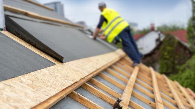 Dachbeplankung mit Bitumenbahnen