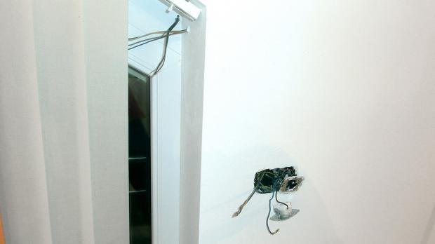 Abdeckungen entfernen und Schalter ausbauen
