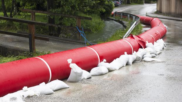 Wassergefülltes Hochwasserschutz-System