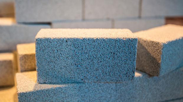 Mauerstein aus porigem Leichtbeton