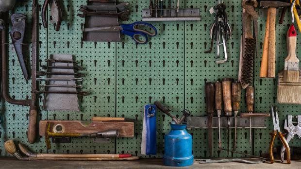 Werkbank mit Werkzeugwand