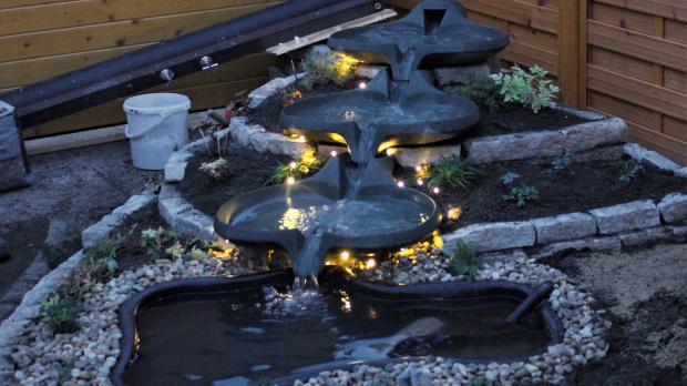 Flowform mit Weihnachtsbeleuchtung