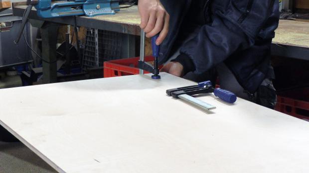 Holzplatte zuschneiden