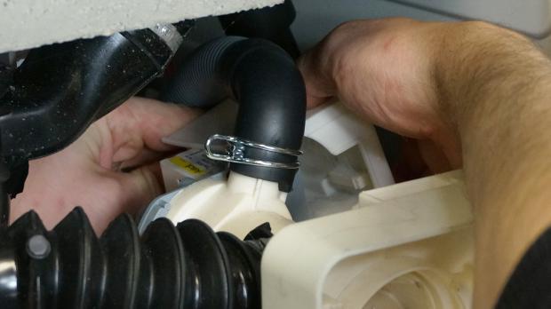 Pumpenabdeckung entfernen