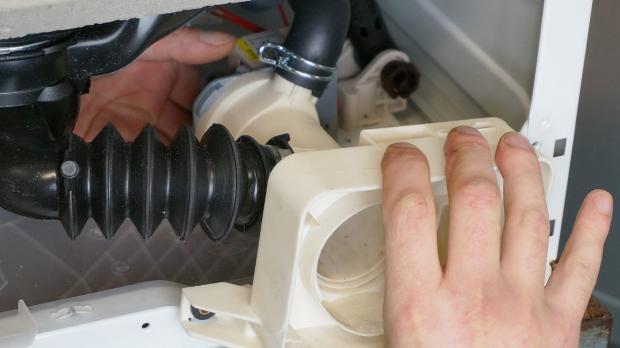 Waschmaschinen-Pumpe wechseln