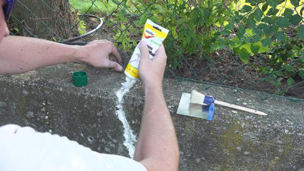 Nach Trocknung der ersten Schicht Riss weiter auffüllen