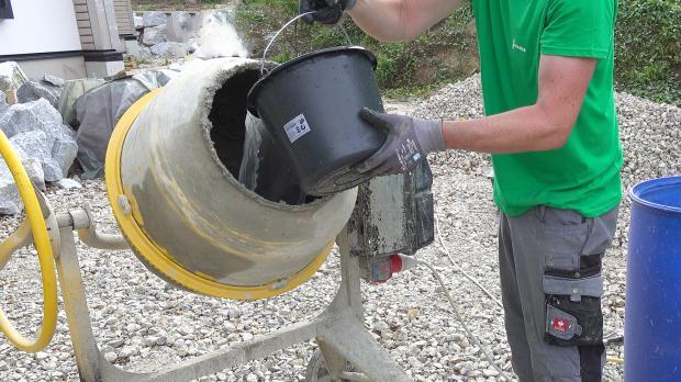 Richtig betonieren: Wasser vorlegen