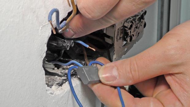 Niedlich Schalten Sie Den Neutralleiter Ein Fotos - Elektrische ...