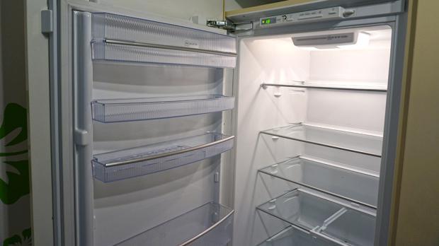 Kühlschrank mit neuen Tür-Scharnieren