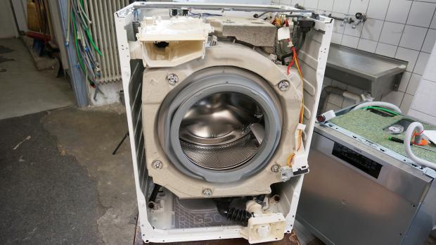 Frontblende der Waschmaschine entfernen
