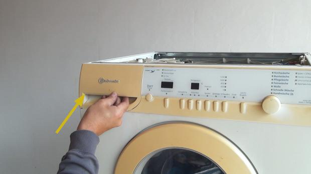 Waschmittellade einschieben