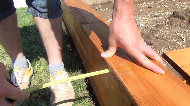 Sitzbretter nach außen um 2 cm überstehen lassen
