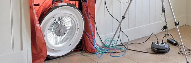 Aufbau des Blower-Door-Verfahrens mit Ventilator