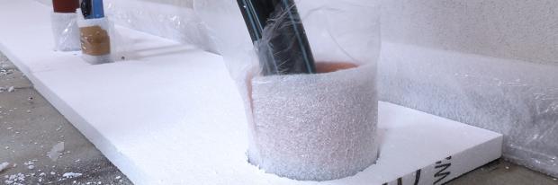 Polystyrol-Dämmplatten mit Rohrdurchlässen