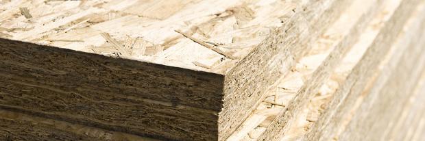 Eine Palette mit OSB-Platten | © Pixelot - stock.adobe.com