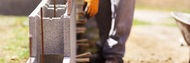 Aufbau einer Wand aus Leichtbetonsteinen