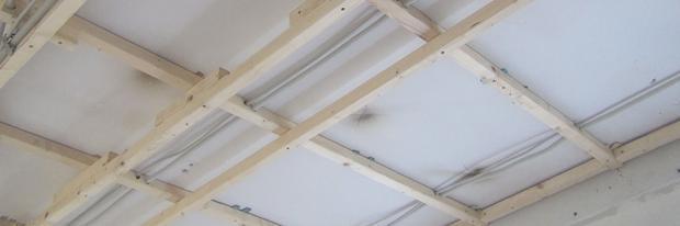 Decke abhängen - Holzkonstruktion herstellen