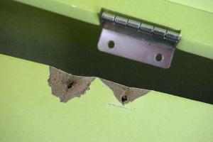 Ausgerissene Schrauben reparieren