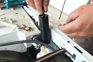 Bauknecht Waschmaschine: Federn wechseln