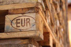 Europaletten als Baumaterial: Worauf zu achten ist