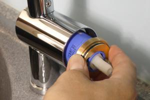 Küchenarmatur läuft aus: Kartusche tauschen