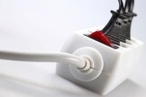 Mehrfachsteckdosen: Steckdosenleisten und Adapter