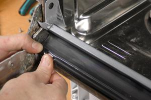 Spülmaschine: Untere Türdichtung wechseln