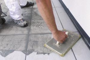Terrassenplatten verfugen