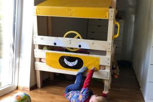 Ein Kinderbett für echte Heimwerker und waschechte Baggerfahrer
