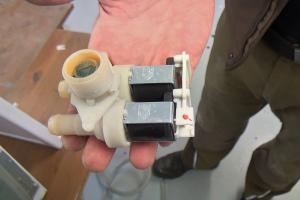 Bauknecht-Waschmaschine: Magnetventil wechseln