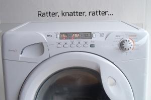 Die Waschmaschine rattert beim Schleudern