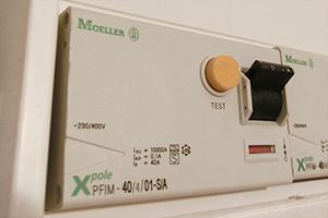 Der FI-Schalter fliegt ständig raus! Warum?